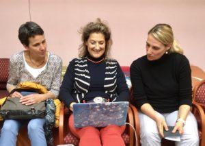Die Podcast-Femmes bei der Arbeit